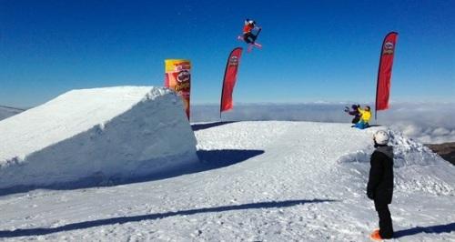 Primer salto de nieve en el snowpark Sulayr