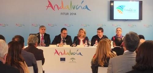 La alcaldesa de Almuñécar y empresarios presentan en Fitur sendos proyectos de ocio y restauración que pronto verán la luz