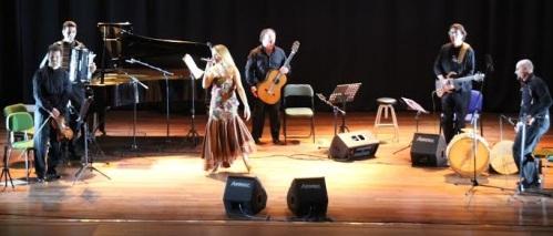 La cantante María José Bravo presentó con éxito el espectáculo Siempre Boleros