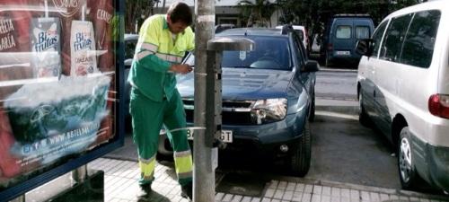 Medio Ambiente reubica las papeleras en el casco urbano