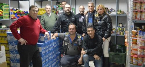 El Club de Moteros Tiburones de Almuñécar entregó a Cáritas sexitana más de 1000 litros de leche.