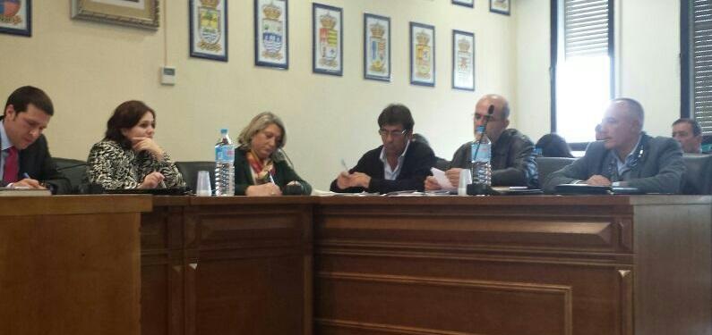 ALCALDESA ALMUÑECAR EN REUNION SECTOR TAXIS EN VELEZ MALAGA 2