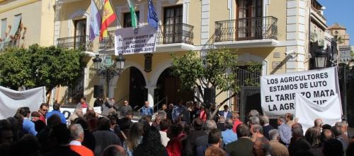 CONCENTRACION AGRICULTORES Y VECINOS EN ALMUÑECAR CONTRA EL TARIFAZO 2