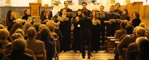 La Coral Numen Ensemble ofreció un bello concierto de polifonía y poesía en Almuñécar