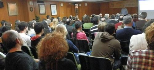 Más de un centenar de sexitanos se interesaron por la física a través de la conferencia del catedrático Fernando Cornet