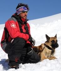 Sierra Nevada, primera estación española en contar con un perro adiestrado en rescate en avalanchas