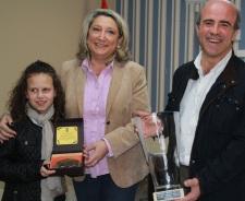ALCALDESA ENTREGO UN RECUERDO A LA CAMPEONA LUCIA LOPEZ 2
