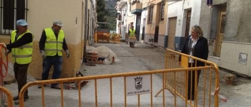 ALCALDESA RECORRIO LAS OBRAS CALLE CHIRIMOYA ALMUÑECAR 2