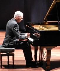 Excelente actuación del pianista norteamericano Daniel Fichera en Almuñécar
