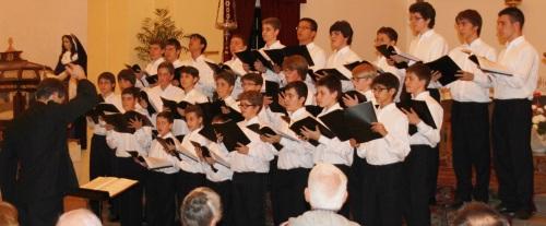 La Escolanía del Monasterio del Escorial llenó de público y música de Semana Santa la iglesia de la Encarnación