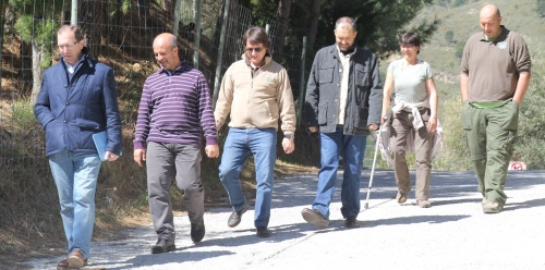 TECNICOS DE CORDOBA Y ALMUÑECAR JUNTO CON EDILES EN PEÑA ESCRITA 14 2