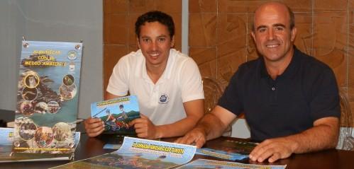 Luis Aragón, concejal de Medio Ambiente, y Carlos Ferrón, técnico municipal, presentan la jornada cicloturista familiar