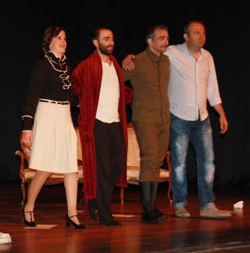"""Actores y director de """"Cartas de amor a Stalin"""" agradecen los aplausos del público"""
