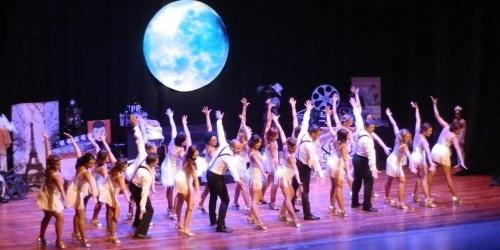 La academia de Danza Punta y Tacón trasladó al público de Almuñécar a un mundo de película