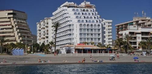 Hotel Helios de Almuñécar en primera linea de la playa de San Cristóbal de Almuñécar