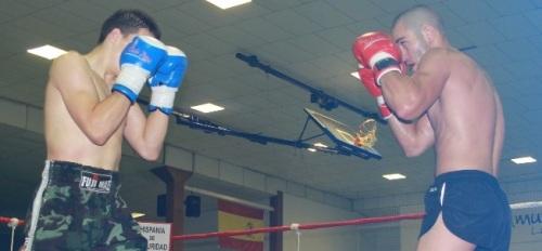 Marcos Leñador y Raul Tejeda durante un combate de Kick Boxing