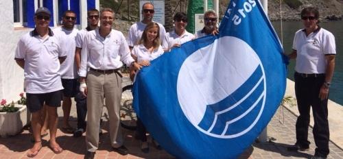 El puerto deportivo sexitano Marina del Este iza la Bandera Azul