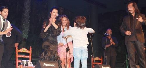El hijo de Farruquito en el escenario con su padre y Estrella Morente