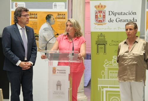 ALCALDESA DE ALMUÑECAR  DURANTE SU INTERVENCION EN LA PRESENTACIÓN DEL FESTIVAL JAZZ 14