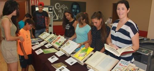 Exposición de libros de los dos últimos siglos en la Casa de la Juventud sexitana