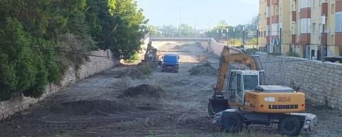 El Ayuntamiento de Almuñécar limpia los cauces de los ríos  y ramblas del municipio sexitano
