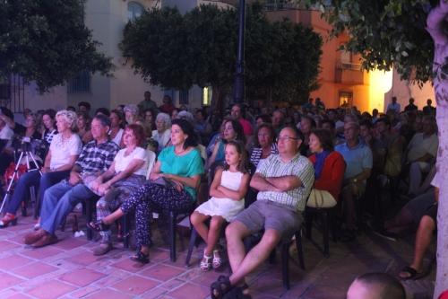 Almenara animó con sus boleros el barrio del Castillo de Almuñécar