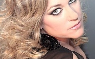 Guapuras -ellas y su arte- Cantante-maria-lozano-2