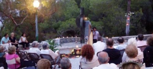 El arpista Rubén Darío González Achucarro ofreció un bello concierto en Punta de la Mona