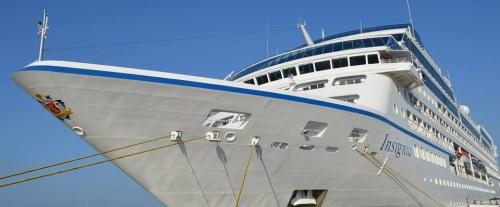 Crucero Insignia atracado en el puerto de Motril