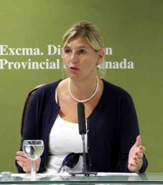 Rueda de prensa de la diputada de Economía, Fomento y Contratación, Inmaculada Hernández