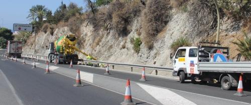Fomento mejora la cuneta de la Carretera Nacional 340 en La Herradura