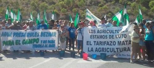Concentración reivindicativa de agricultores en la presa de Rules