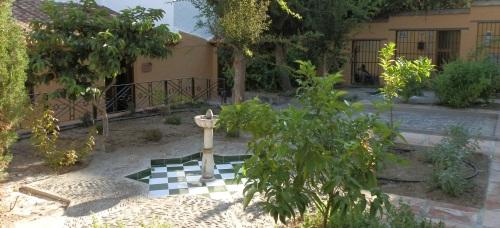 Trabajos de mejora del jardín nazarí situado en el barrio de San Miguel