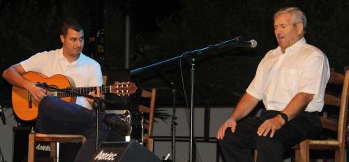 JOSE ANTONIO TELLO CANTA Y RAUL RUIZ A LA GUITARRA FESTIVAL FLAMENCO LA HERRADURA 14
