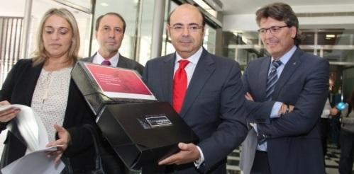 El presidente de la Diputación de Granada, Sebastián Pérez, ha registrado oficialmente este jueves la propuesta de documentación de la candidatura de inclusión de La Alpujarraen la Lista Indicativa del Patrimonio Mundial en España