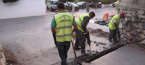 El Ayuntamiento sexitano mejora los pluviales del acceso a Portichuelo de Río Seco