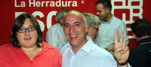 El ganador de las primarias del PSOE de Almuñécar-La Herradura, Sergio García Alabarce, junto a la otra candidata, Censi Ruiz,