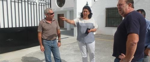 MARIA DEL CARMEN REINOSO JUNTO A TECNICOS 14  (1)