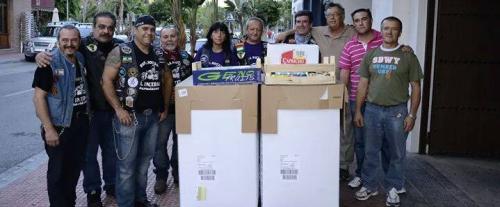 """La Peña Motera """"El Incerso"""" dona a Cáritas 600 kg de alimentos"""