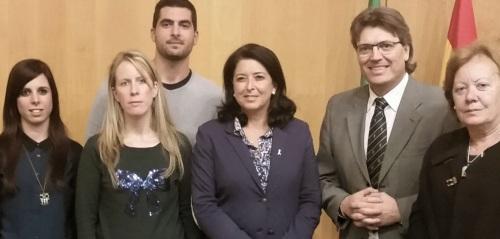 Representantes de las Asociaciones subvencionadas acompañadas por el diputado José Torrente y la concejal sexitana María del Carmen Reinoso