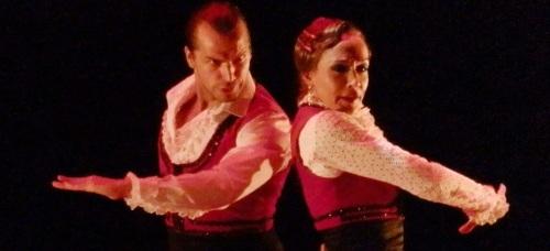 """El bailaor Pepe Flores junto a la bailaora Cecilia Lizcano""""La Popi"""" en un momento de su espectáculo """"Paisaje"""" representado en Almuñécar"""