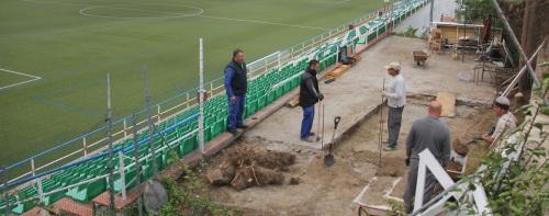 El campo de fútbol de La Herradura mejora sus servicios con la construcción de un quiosco - bar