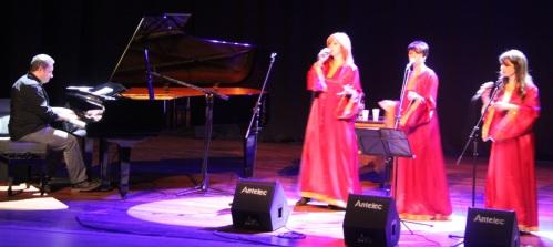 """""""3 Women Gospel"""" en un momento de su actuación en el auditorio de la Casa de la Cultura de Almuñécar"""
