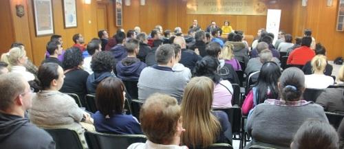 """Acto de bienvenida a los participantes en los cursos de albañilería, carpintería y fontanería del programa """"Ocupados 2014"""""""