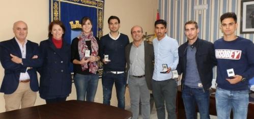 El Ayuntamiento de Almuñécar rinde homenaje a deportistas sexitanos que han destacado en fútbol y balonmano
