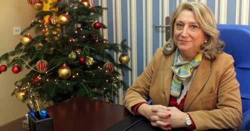 La alcaldesa de Almuñécar, Trinidad Herrera, en su despacho del Ayuntamiento