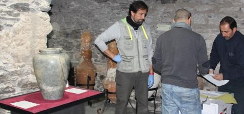 ACTO ENTREGA VASO APOFIS A ARQUEOLOGOS MUNICIPALES DE ALMUÑECAR 2