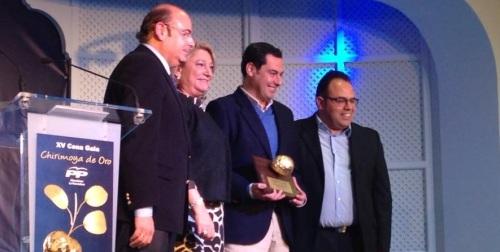 Foto: Sebastián Pérez, Trinidad Herrera, Juan Manuel Moreno, con la Chirimoya de Oro, y Juan José Ruiz,