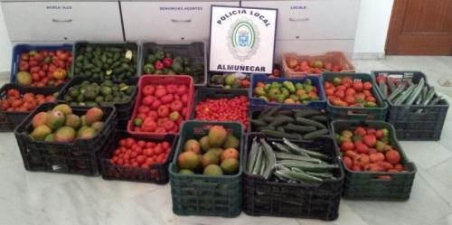 La Policía Local de Almuñécar decomisa 250 kilos de frutas y verduras en el rastrillo semanal