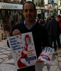 Fdez. Medina promocionando compras reyes Almuñécar